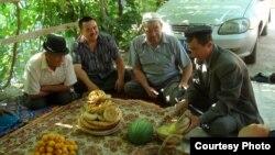 د چین حکومت اویغور مسلمانانو ته ویلي چې ډوډۍ خوړل په بسم الله بلکې د شي جین پینګ په نوم پیل کړي