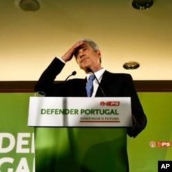 José Sócrates, líder do PS, reconhece a derrota na noite de 5 de Junho