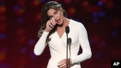 Caitlyn Jenner accepts the Arthur Ashe award for courage at the ESPY Awards at the Microsoft Theater in Los Angeles, July 15, 2015.