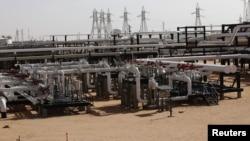 Harga minyak terus turun walaupun telah diadakan pengurangan produksi (foto: ilustrasi).