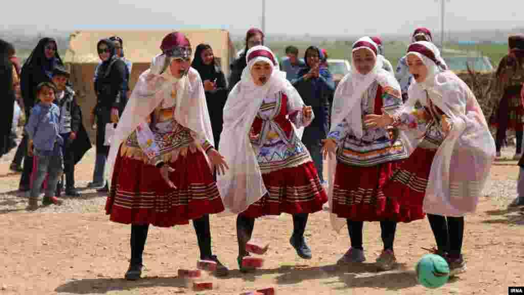 جشنواره بازی های بومی و محلی خراسان شمالی در شیروان. عکس: وحید خادمی