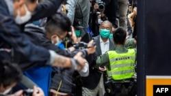 资料照:香港壹传媒创办人黎智英离开终审法庭(法新社2021年2月9日)