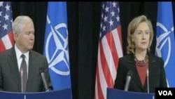 Ministar odbrane SAD Robert Gates i državni sekretar SAD Hillary Clinton na konferenciji za novinare u Briselu, nakon summita NATO
