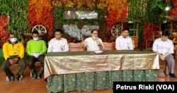 Dirut PDTS KBS Chairul Anwar memberikan keterangan pers terkait penutupan sementara Kebun Binatang Surabaya (Foto: VOA/ Petrus Riski)