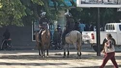 Agentes da Polícia Nacional de Angola em cavalos (Foto de Arquivo)