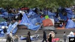 """Протести """"Окупирај го Вол стрит"""" во Тенеси и Калифорнија"""
