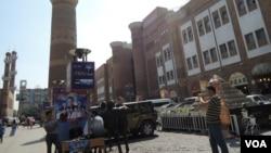 烏魯木齊國際大巴扎是目前市內保留最多伊斯蘭建築的地區,但這些建築物 大部份是商場,看不到伊斯蘭文化的內涵