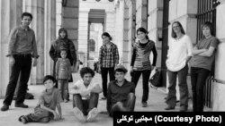 مجتبی توکلی همراه با اعضای خانوادۀ افغان و اتریشی اش