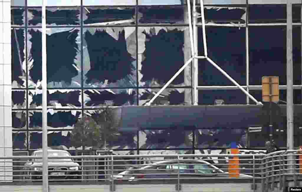 تصویری از فرودگاه بروکسل پس از انفجارهای پیاپی تروریستی.