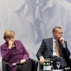 Almanya'dan Başbakan Erdoğan'ın Açıklamalarına Eleştiri