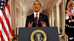 سهرۆک وڵاته یهکگرتووهکانی ئهمهریکا باراک ئۆباما وتارێـکی تهلهفیزیۆنی له کۆشـکی سـپی پـێشـکهش دهکات، شهوی دووشهممه 25 ی حهوتی 2011