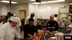 Pakar kuliner William Wongso Perkenalkan Kuliner Indonesia di AS (foto/dok: VOA)