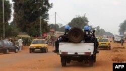 Un contingent de la Mission des Nations unies en Centrafrique (Minusca) patrouille dans le quartier PK5 à Bangui.