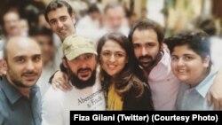 علی حیدر گیلانی اپنے بہن بھائیوں کے ہمراہ