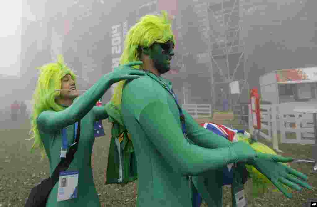 Australia fans dress up for the men's snowboard cross competition at the Rosa Khutor Extreme Park, Feb. 17, 2014.