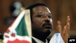 Le président du Burundi, Pierre Buyoya, assiste au 15e sommet pour la paix au Burundi le 23 juillet 2001.