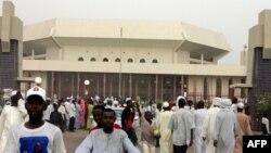 L'Assemblée nationale après une réunion politique, à N'Djamena, au Tchad, le 1er mai 2006.