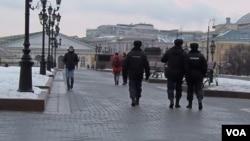 警察在莫斯科市中心巡邏(美國之音白樺拍攝)
