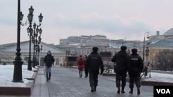 警察在莫斯科市中心巡逻(美国之音白桦拍摄)