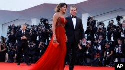 """Actor Matt Damon and his wife, Luciana Barroso, walk the red carpet for the screening of the movie """"Downsizing,"""" presented at the 74th edition of the Venice Film Festival, at Venice Lido, Italy, Aug. 30, 2017."""