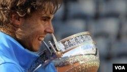 Rafael Nadal memenangkan Paris Terbuka bulan Juni silam. (Foto: dok)