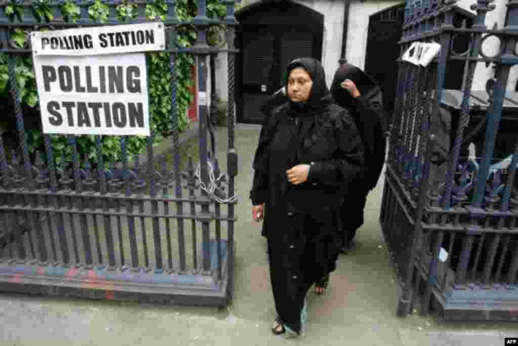 ان انتخابات میں چار کروڑ پچاس لاکھ افراد ووٹ ڈالنے کے اہل ہیں جن کے لیے ملک بھر میں 50,000 پولنگ اسٹیشن قائم کیے گئے ہیں۔