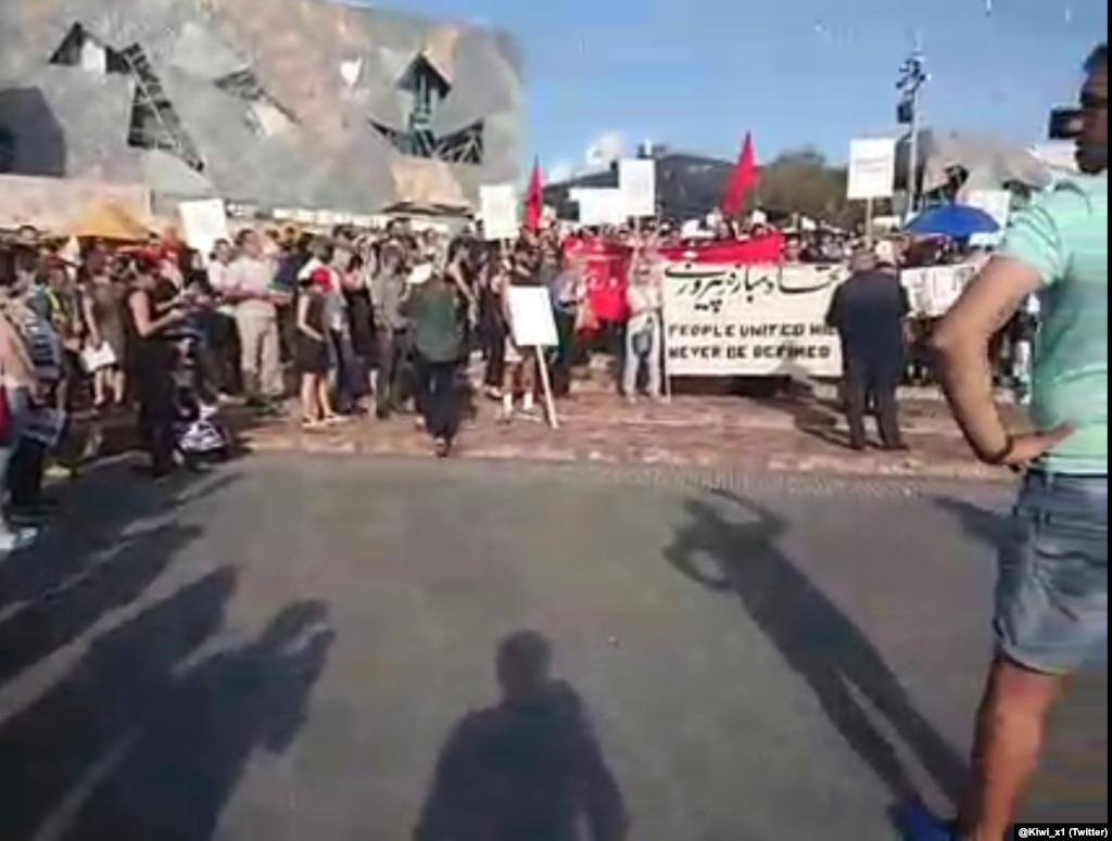 حامیان اعتراضات ضد حکومتی در ایران روز سه شنبه ۱۹ نوامبر / ۲۸ آبان در شهر ملبورن استرالیا جمع شدند.