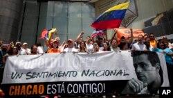 Simpatizantes de Leopoldo López piden la liberación del líder opositor.