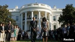 ادای احترام باراک اوباما رئیس جمهوری آمریکا و همسرش در چهاردهمین سالگرد حملات یازدهم سپتامبر ۲۰۰۱ - کاخ سفید، ۱۱ سپتامبر ۲۰۱۵