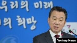 정준희 한국 통일부 대변인이 5일 정부서울청사에서 정례 기자설명회를 하고 있다.