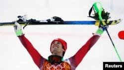 Vận động viên Thụy Sĩ Sandro Viletta đoạt huy chương vàng trong cuộc tranh tài hai môn phối hợp trượt tuyết Alpine ở Sochi, ngày 14/2/2014.
