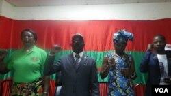 Malanje - Secretário provincial da UNITA Januário Alfredo Mussambo (ao centro)