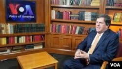 """Roberto Pombo, director de Casa Editorial El Tiempo de Colombia señaló a la Voz de América que el presidente Donald Trump es """"muy negativo"""" para el oficio del periodismo y la libertad de expresión."""