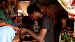 A Bangui la coquette, les hommes font les ongles
