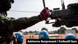 Les forces rwandaises de maintien de la paix de la MINUSCA patrouillent à l'extérieur de Bangui, en République centrafricaine, le samedi 23 janvier 2021.
