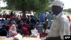 Le Programme alimentaire mondial (Pan) distribue l'aide aux enfants malnutris au Tchad, le 10 avril 2010.