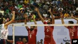 이란 수도 테헤란에서 19일 열린 미국의 월드리그 배구 남자부 경기 모습. 이란 여성 2백 여명은 이 경기를 관람하기 위해 입장권까지 얻었지만, 보안 당국이 입장을 불허해 결국 경기를 관람하지 못했다.