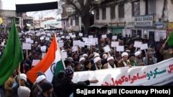 کرگل میں سکردو کرگل روڑ کھلوانے کے حق میں مظاہرہ۔ یکم فروری 2019