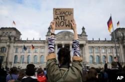 17일 독일 베를린에서 아프가니스탄 주민 구출을 위한 항공 지원을 요구하는 대규모 집회가 열렸다.