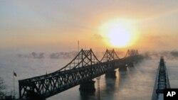 连接中国和朝鲜的鸭绿江大桥(资料照片)
