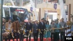 Peluncuran bus berbahan bakar biodiesel di arena KTT APEC di Nusa Dua, Bali. (Foto: Dok)