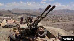 Milisi pendukung Presiden Abd-Rabbu Mansour Hadi terus bertahan dari gempuran pemberontak Syiah di Yaman Selatan (22/3).