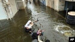 پاکستان میں سیلاب متاثرین کی بحالی کے عمل کو 'خطرہ'
