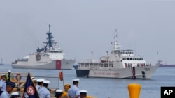 The U.S. Coast Guard National Security Cutter Bertholf (WMSL 750), left, and the Philippine Coast Guard ship BRP Batangas arrive Wednesday, May 15, 2019 in Manila, Philippines, after taking part in a joint exercise off the South China Sea. (AP Photo/Bulli