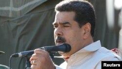니롤라스 마두로 베네수엘라 대통령이 10일 차랄라베에서 진행된 군사훈련을 참관했다.