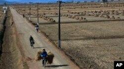 북한 황해북도 사리원 인근의 농촌 풍경 (자료사진)
