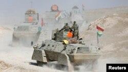 Lực lượng Peshmerga tiến đánh phiến quân Nhà nước Hồi giáo từ phía Tây thành phố Mosul, Iraq, ngày 18 tháng 10 năm 2016.
