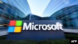 Logo Microsoft di markas besar perusahaan teknologi multinasional AS di Issy-Les-Moulineaux, luar kota Paris, Perancis. (Foto: dok).