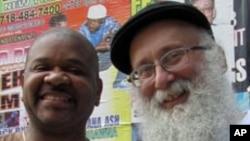 杰弗里.戴维斯和利普金德的友谊是当地种族合作的范例