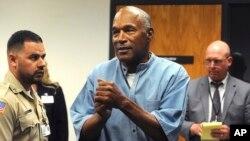 OJ Simpson mengucapkan terima kasih setelah permohonan bebas bersyaratnya dikabulkan di Lapas Lovelock, Nevada hari Kamis (20/7).